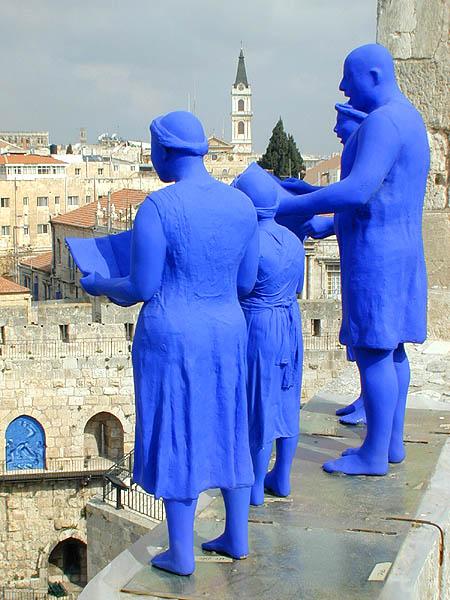 מקהלה עם נרין, 2000-1997 יציקות גוף, אלומיניום וצבע, גובה 180-134 סמ.